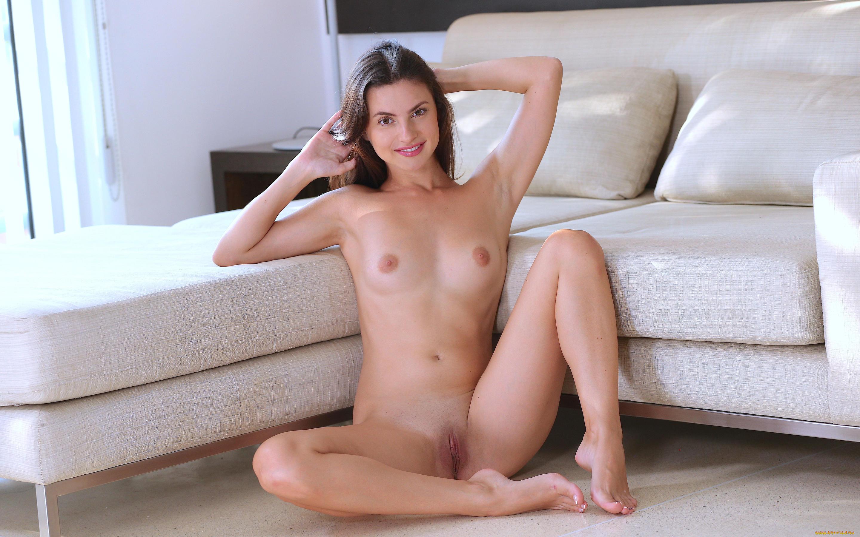 Nude girl solo 1